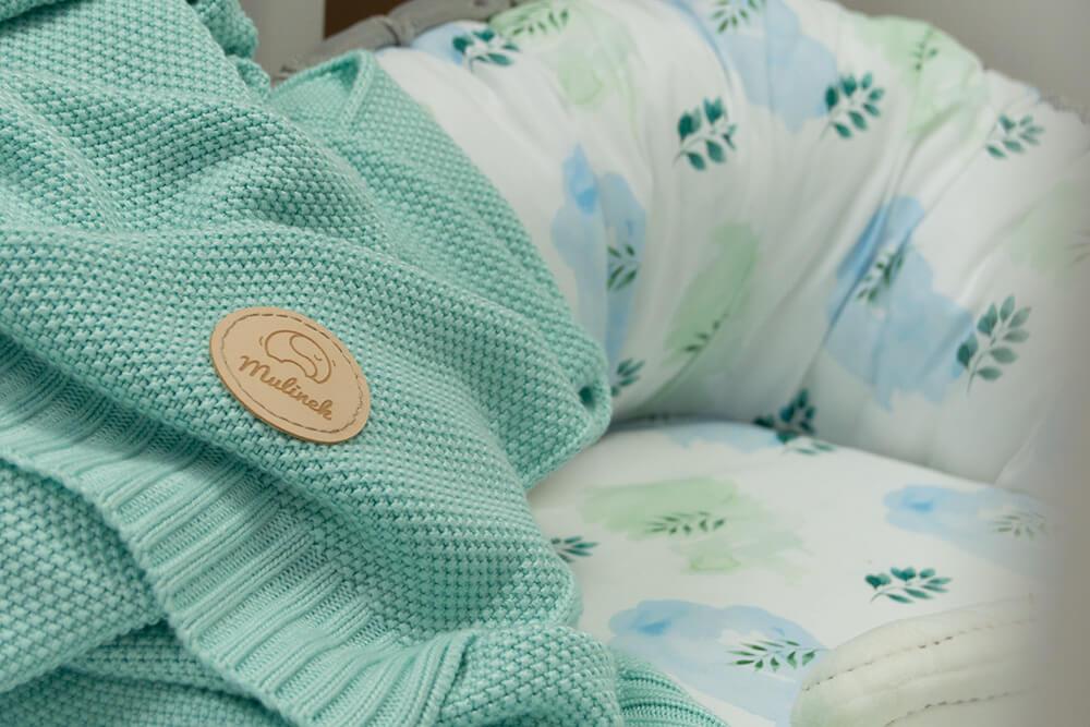 koc miętowy w łóżeczku