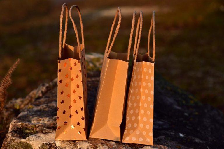 Torby papierowe mają wiele zalet dla środowiska i biznesu