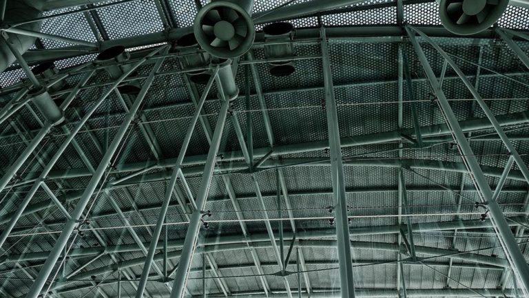 Czy wyciągi przemysłowe poradzą sobie z drinkami latającymi w powietrzu?